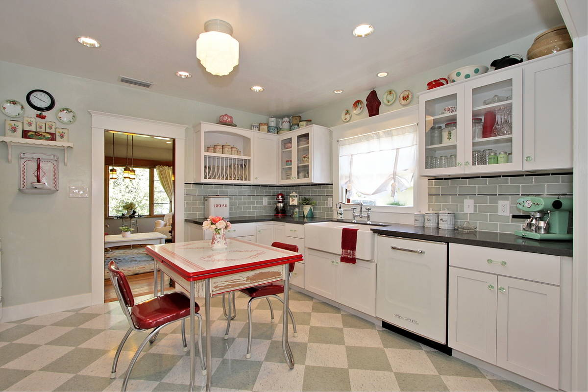 Decorating Ideas for Greenery above Kitchen Cabinets — 14 ...